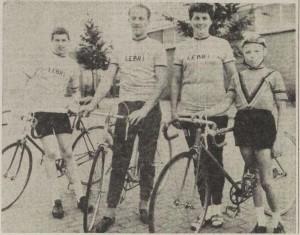 Herman, Manus, Diny en Jan Brinkman in Lebrikleding
